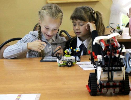 В ЦДО школьники программировали роботов