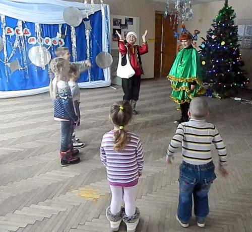 В «Избе Деда Мороза» устроили праздник для Ёлочки