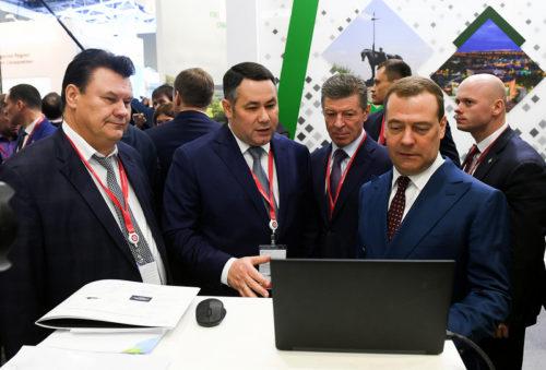 Дмитрий Медведев на Российском инвестиционном форуме посетил стенд Тверской области