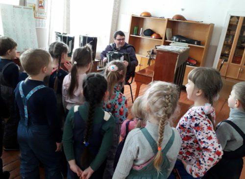Дошколята побывали на экскурсии в Детской школе искусств