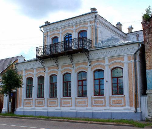 На улице Широкой я помню старый дом…