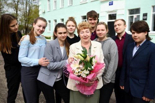 Любимому учителю - цветы!