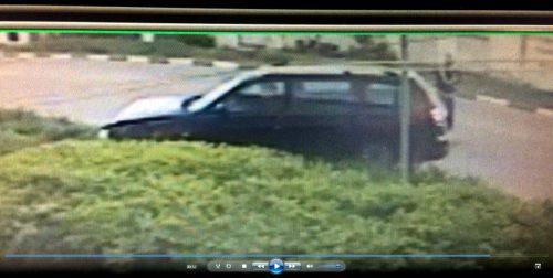 Неизвестный водитель снёс столб на улице Володарского