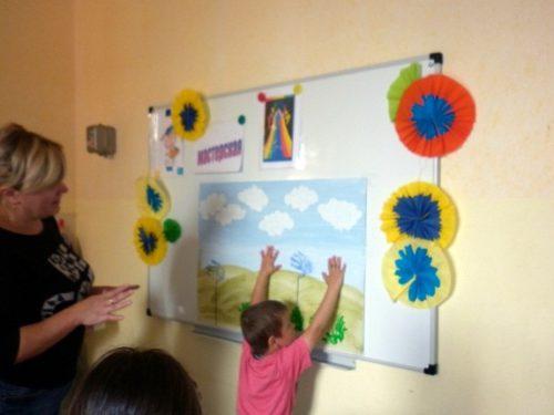 Ребята рисовали разноцветное лето