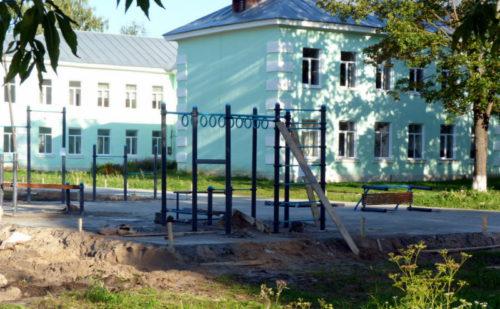 Старицкая средняя школа обзаводится спортивной площадкой