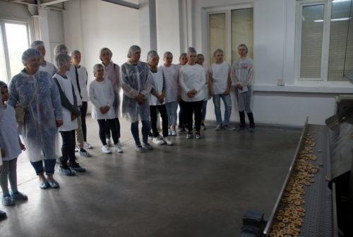 Старицкие ребята угощались у «Волжского пекаря»