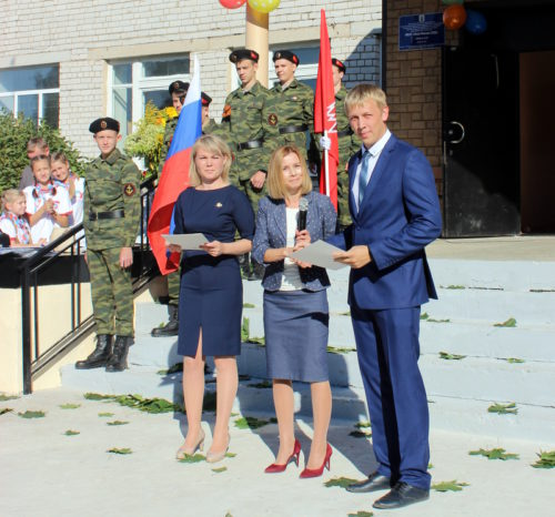 День знаний в Ново-Ямской школе прозвучал осенним блюзом