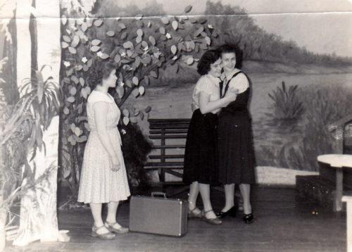 Старица театральная