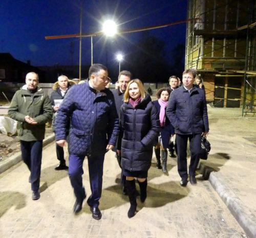 Губернатор посетил строящийся детский сад-ясли в Старице