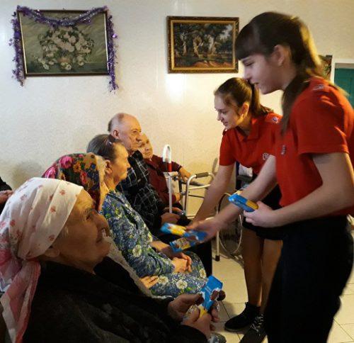 Юнармейцы поздравили степуринских бабушек и дедушек с наступающим Новым годом