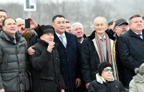 Игорь Руденя вместе с фронтовиками принял участие в мероприятии по установке центрального монумента Ржевского мемориала Советскому солдату