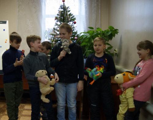 В детской библиотеке сложили праздничную мозаику