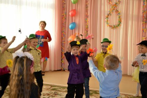 Дошколята поздравили любимых мам и бабушек с первым весенним праздником