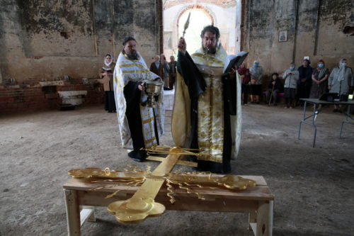 И вознёсся крест над селом…
