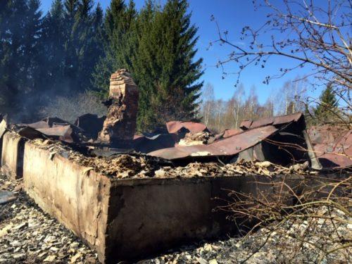 Cотрудники полиции задержали подозреваемую в умышленном поджоге жилого дома