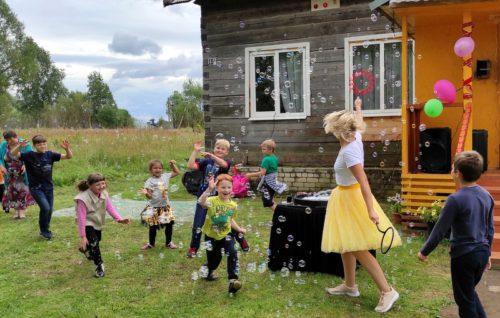 Гурьевцы отметили праздник… на сеновале!