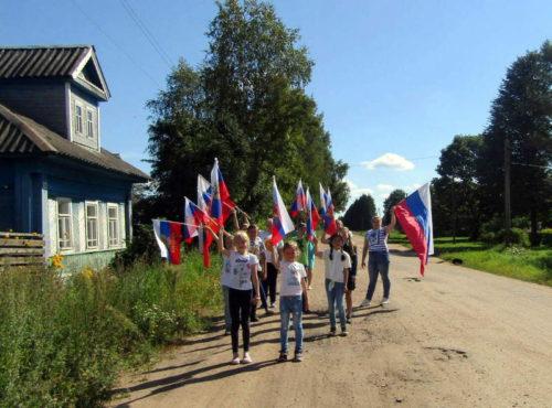 В Орешках отметили День государственного флага РФ