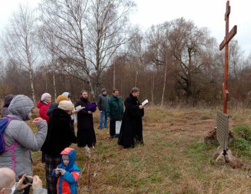 Поклонный крест в Мичкове освящён