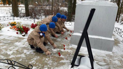 Юнармейцы почтили память легендарного танкиста Степана Горобца