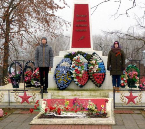 Старичане возложат цветы к Обелиску Победы и братскому захоронению