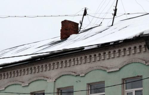 Старицкое отделение МУП «Тверьгорэлектро» напоминает об опасности схода снега с крыш зданий и сооружений