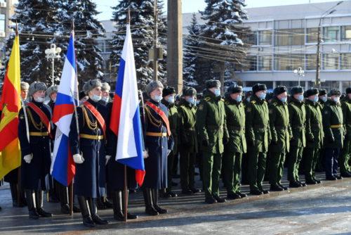 Губернатор Игорь Руденя в День защитника Отечества возложил цветы к стеле «Город воинской славы» в Твери
