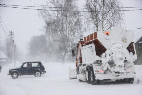 На территории Тверской области федеральные и региональные трассы расчищают в усиленном режиме