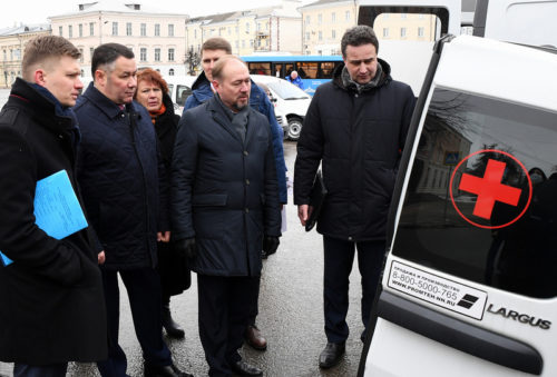 Игорь Руденя передал главврачам учреждений здравоохранения Тверской области 14 новых машин скорой помощи