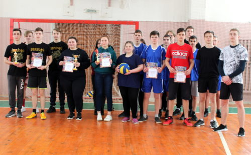 Школьные волейболисты показали класс