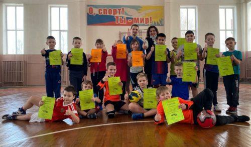 «Весёлые старты» в спортшколе посвятили Дню 8 Марта