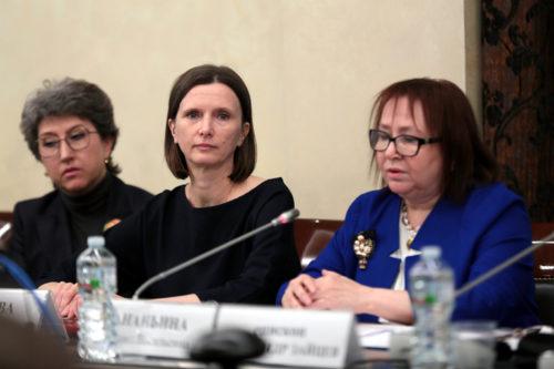 Директор фонда «Белый Ирис» Ольга Шитова (в центре)