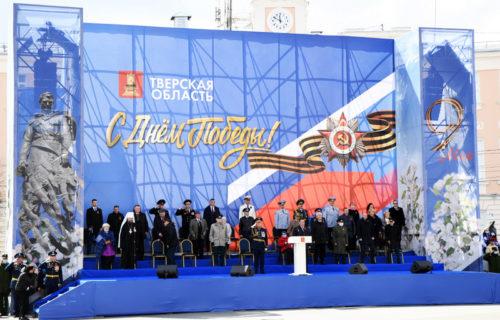 В Твери в День Победы состоялось торжественное прохождение войск Тверского территориального гарнизона и пролет воздушной техники