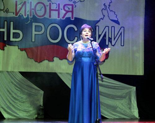 В дни июньские златые прославляем мы Россию!