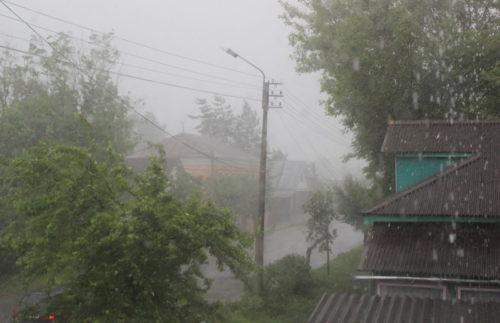 Гроза, ливневый дождь и ветер