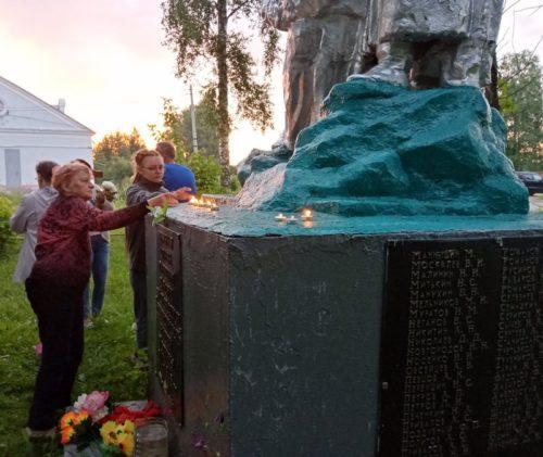 Зажжём свечу мы в память о погибших…