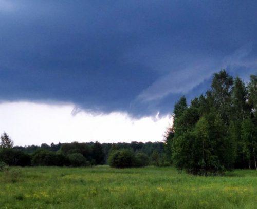 Синоптики предупреждают: гроза, град, ливневый дождь