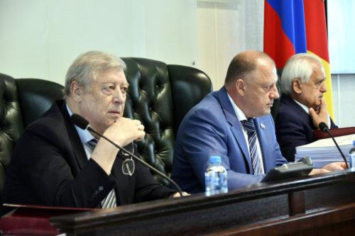 Депутаты Законодательного Собрания поддержали изменения в региональный бюджет и одобрили новые меры социальной поддержки населения