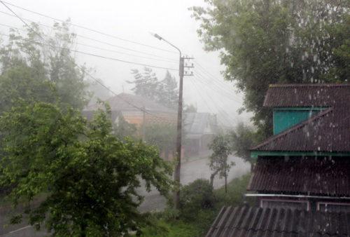 Синоптики предупреждают о грозе, ливне и усилении ветра