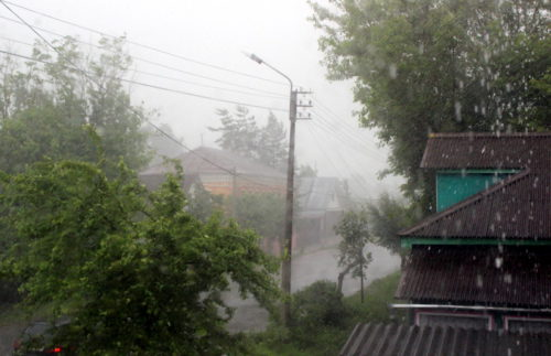 Синоптики предупреждают: возможны гроза, ливневой дождь и град