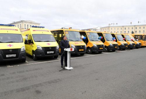 64 новых школьных автобуса и 22 автомобиля скорой медицинской помощи направлены в муниципалитеты Верхневолжья