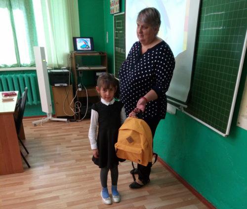 Старицкие первоклассники пошли в школу с новенькими портфелями