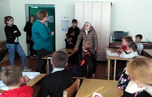 Красновские школьники встретились с ветераном труда, ребёнком войны Людмилой Алексеевной МАРКОВОЙ